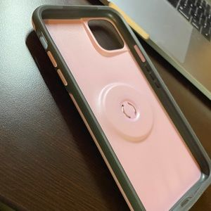 iPhone 11 Max Pro Otterbox popsocket case